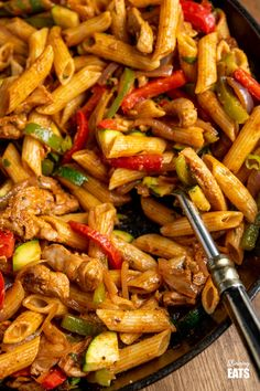 Syn Free Fajita Chicken Pasta - all the great flavours of chicken fajita's in this amazing pasta dish that the whole family will love. Slimming World and Weight Watchers friendly Easy Chicken Recipes, Pasta Recipes, Dinner Recipes, Cooking Recipes, Lunch Recipes, Free Recipes, Cooking Tips, Chicken And Leek Pie, Chicken Pasta