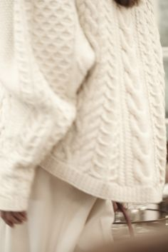 The Row's Cover-Star Fisherman Sweater Takes 90 Hours to Make Beige Outfit, Row Covers, Style Outfits, Looks Street Style, Knit Picks, Sweater Weather, A Boutique, Hand Knitting, Knitting Sweaters