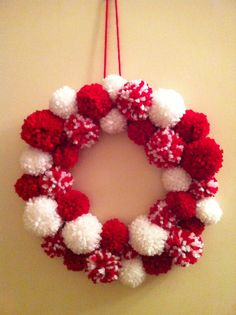 Christmas Crafts For Teens Pom Pom Crafts The garlands are ideal for a party decoration that may be used over and over. Noel Christmas, Christmas Projects, Holiday Crafts, Christmas Ornaments, Christmas Pom Pom Crafts, Crochet Christmas Wreath, Christmas Events, Pom Pom Wreath, Christmas Wreaths