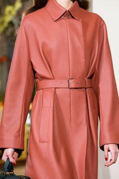 Hermès Pre-Fall 2019 - Fashion Shows Fashion Runway Show, Love Fashion, Womens Fashion, Catwalk Footwear, Vogue, Models, Leather Fashion, Style Inspiration, Shirt Dress