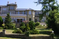 Melville Hall Hotel and Utopia SPA Sandown A 5-minute walk from Sandown, Melville Hall and Utopia Spa offers a plunge pool, spa bath and sauna. There is free Wi-Fi in the public areas and free local telephone calls.