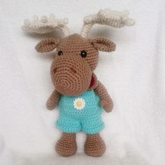 Amigurumi Moose. Pattern available for free at www.amigurumitogo.com #amigurumi #amigurumimoose #amigurumipattern #amigurumimoosepattern #crochet #crochetmoose #crochetmoosepattern #craft #crochetcrafts #crochetmoosecraft #crochetaddict #crochetlover #handmade #handmadecraft #handmadcrochetcraft #handmademoose #handemadecrochetmoose #hobby #hobbycrafts #hobbycrochetcraft #diy #diycrafts #diycrochetcrafts