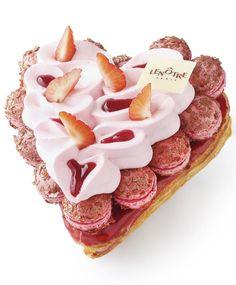 Amour de Saint-Honoré aux fraises et crème fouettée légère http://www.lenotre.com/