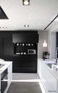 Detalle de un mueble con sistema de apertura vertical, www.lovikcocinamoderna.com muebles de cocina en Madrid, muebles de cocinas baratas con lo último en tecnología