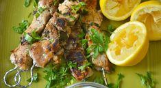 Πέντε εύκολες μαρινάδες για σουβλάκια Marinade Sauce, Greek Recipes, Main Meals, Gravy, Barbecue, Food To Make, Salads, Food And Drink, Pork