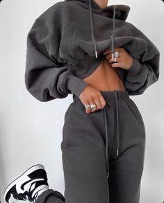 #wattpad #alatoire Inaya-Sayssa, 16 ans une orpheline militaire qui se fait adopter à deux jour de ses 17 ans. C'est la que tout vas commencer. Cute Lazy Outfits, Sporty Outfits, Mode Outfits, Retro Outfits, Stylish Outfits, School Outfits, Tumblr Fall Outfits, Urban Outfits, Grunge Outfits