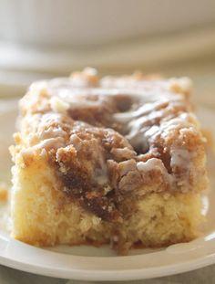 Cinnabon Cinnamon Roll Cake, Cinnamon Roll Cupcakes, Cinnamon Cake, Cinnamon Crunch, Cinnamon Recipes, Pavlova, Food Cakes, Cupcake Cakes, Savoury Cake