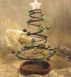 Wood Christmas Tree, Diy Christmas Ornaments, Holiday Crafts, Christmas Wreaths, Christmas Decorations, Holiday Decorating, Christmas Presents, Farmhouse Christmas Decor, Rustic Christmas