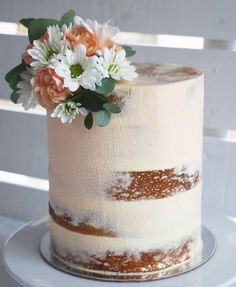 White and apricot cake decoration made by Forget-me-not Floret. Check out https://www.facebook.com/forgetmenotfloret/