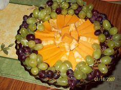 FRUIT/CHEESE TRAY IDEAS! | Party Large Party Food, Grapes And Cheese, Appetizer Recipes, Appetizers, Cheese Trays, Party Trays, Candy Table, Party Drinks, Fruit Salad