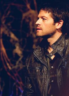 Misha Collins attends Salute to Supernatural convention Las Vegas (VegasCon) 2014 and wears an unhealthy amount of leather causing millions of fangirls and fanboys to simply all ability to even.