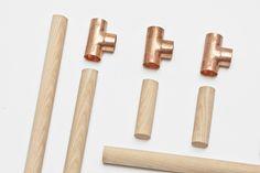 jorge de la cruz + vernaza gonzenbach: candelabro kandelaar met 3 kaarsen van hout en koper-t-stukjes