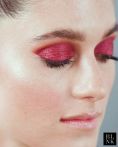 This hazy winged eyeshadow look is like the extra romantic version of winged liner and it s all the prom goals makeup eyeshadow beauty tips Model instagremma 70s Makeup, Makeup Salon, Makeup Inspo, Makeup Art, Makeup Inspiration, Makeup Tips, Makeup Style, Makeup Ideas, Clown Makeup