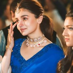 Alia gets teary-eyed at her besties wedding Indian Celebrities, Bollywood Celebrities, Bollywood Fashion, Bollywood Actress, Bollywood Stars, Celebrities Fashion, Fashion Designer, Indian Designer Outfits, Indian Outfits