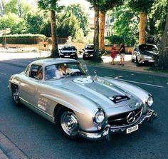 Mercedes Auto, Mercedes Classic Cars, Mercedes Benz Autos, Retro Cars, Vintage Cars, Antique Cars, Austin Martin, Carros Retro, Merc Benz