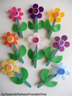 DIY Popsicle flowers by La classe della maestra Valentina crafts for kids to make, craft ideas for kids Kids Crafts, Dr Seuss Crafts, Summer Crafts, Easter Crafts, Diy And Crafts, Arts And Crafts, Popsicle Stick Crafts, Craft Stick Crafts, Felt Crafts