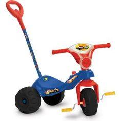 Triciclo Bandeirante Mototico Hot Wheels Passeio, uma diversão para seu filho.    Agora com exclusivo sistema de roda livre, para a criança utilizar os pedais como apoio.    Um triciclo de passeio com estilo para encatar a criançada!