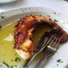 Suite à un voyage au Portugal, nous sommes tombés amoureux du poulpe!! Idéal en été, au barbecue, en tapas ou en plat...
