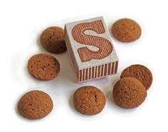 Sinterklaas stempel / hand carved stamp. 'Chocoladeletter' / chocolate initial