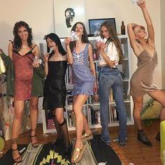 girls night out Look Fashion, 90s Fashion, Womens Fashion, Gucci Gang, Look 2018, Friend Photos, Girl Gang, Looks Cool, Retro