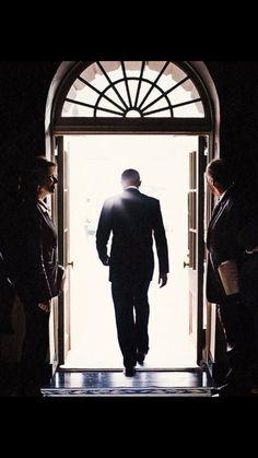 """why obama look like Yami Yugi returning to the spirit world after his final duel"" Barack Obama, Malia Obama, Black Presidents, American Presidents, American History, Michelle Obama, Joe Biden, Durham, Malia And Sasha"