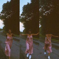 ideas style summer selena gomez for 2019 Fotografia Retro, Photographie Portrait Inspiration, Summer Aesthetic, My Vibe, Film Photography, Insta Pic, Photoshoot, People, Vintage