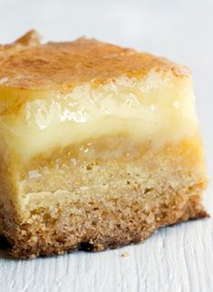 This recipe for Momofuku's Butter Cake Bars is among the best desserts we've tried- rich, decadent, dripping with deliciousness. Sweet Desserts, Just Desserts, Sweet Recipes, Delicious Desserts, Bon Dessert, Dessert Bars, Momofuku Recipes, Momofuku Cake, Momofuku Milk Bar