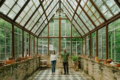 I would love a greenhouse / conservatory! Best Greenhouse, Backyard Greenhouse, Greenhouse Plans, Portable Greenhouse, Greenhouse Attached To House, Pallet Greenhouse, Homemade Greenhouse, Greenhouse Wedding, Water From Air