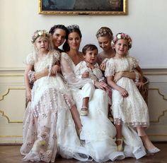 A foto que mencionei no começo do post, da noiva com as madrinhas, daminhas e pajem..