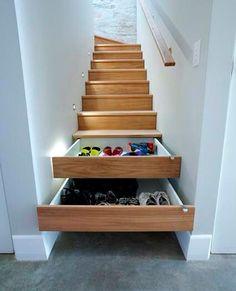escaleras con cajones en la contrahuella