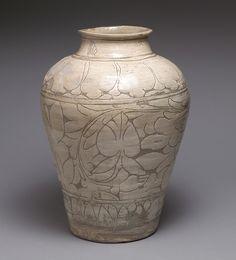분청사기 박지 모란 무늬 항아리 조선 | 粉靑沙器剝地牡丹文壺 朝鮮 | Large jar with decoration of peonies