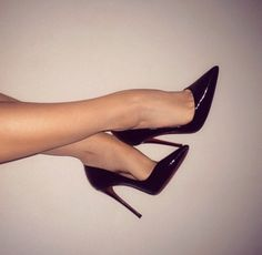 Black Patent Pointed Toe Pumps. Tacchi Close-Up #Shoes #Tacones #Heels