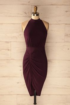 Elle quitta la pièce sans se retourner.  She left the room without looking back. Rizari Plum - Asymmetric ruching fitted dress www.1861.ca