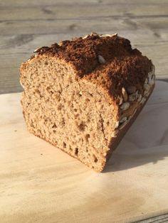 Brot/Weckerl - Backen macht GLÜCKlich - Stoibergut Food Staples, Bread Recipes, Banana Bread, Make It Yourself, Baking, Desserts, Salzburg, Pampered Chef, Bagels
