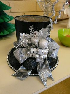 My Christmas coffee can hat. by geraldine My Christmas coffee can hat. by geraldine Christmas Coffee, All Things Christmas, Winter Christmas, Christmas Holidays, Christmas Wreaths, Christmas Ornaments, Christmas Snowman, Christmas Projects, Holiday Crafts