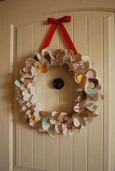 20 Beautiful Valentine's Day Wreaths – Advent Wreath İdeas. Book Wreath, Advent Wreath, Diy Wreath, Heart Wreath, Wreath Ideas, Valentine Day Wreaths, Valentine Decorations, Valentines Diy, Cute Crafts