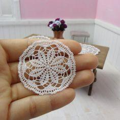 Ganchillo de miniatura redondo tapete blanco 15 pulgadas