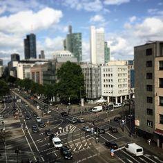 Mainhattan #frankfurt #frankfurtammain #kreuzung #strasse #verkehr #autos #traffic #cars #tiltshift #city #germany #hessen