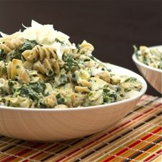 Spinach Artichoke Mac and Cheese - Healthy, whole grain spinach and artichoke mac n cheese