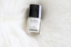 Seriously need Chanel nailpolish. Chanel Nail Polish, Chanel Nails, Red Nail Polish, Chanel Pink, Chanel Chanel, Opi, Essie, Heart Nails, Pretty Hands