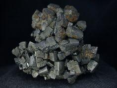 Descloizite, PbZn(VO4)(OH), Berg Aukas, Grootfontein District, Otjozondjupa Region, Namibia. Size 48 х 38 х 36 mm. Collection/Copyright: pegmatite