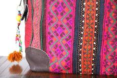 Un sac à main de très grand format qui est confectionné dans des couleur absolument magnifique et