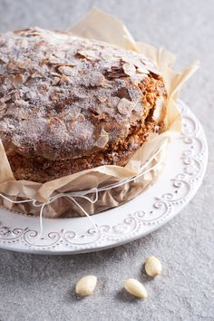 Pumpkin Cake with almond flakes