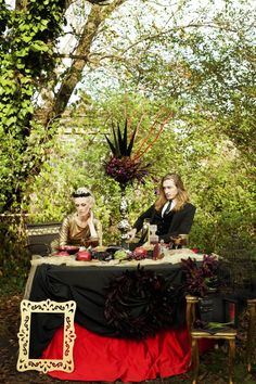 Love what Rock 'n Roll Bride did with black and gold in a Snow White and the Huntsmen inspired shoot.