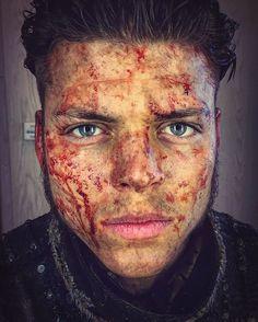 Ivar (Alex Hogh Andersen)