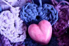 Coeurs en lavande, crochetés avec le fil Zpagetti-Hoooked Coin, Merino Wool Blanket, Lavender