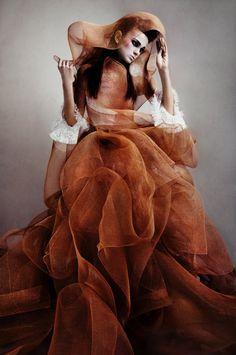 "chinawear: "" An insanely beautiful dress "" Fashion Mode, Look Fashion, Couture Fashion, Fashion Art, Editorial Fashion, High Fashion, Fashion Design, Weird Fashion, Fashion Portraits"