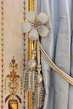 Petits Appartements de Versailles  Cabinet de la Méridienne, détail des passementeries des rideaux