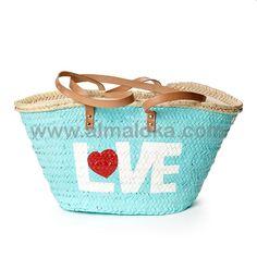 CAPAZO LOVE Capazo de palma trenzado, pintado a mano con motivo decorativo. Lo puedes combinar con el sombrero Love. Medidas aprox: Alto 30cm Largo 45/50cm  http://www.almaloka.com/producto/capazo-love/