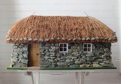 "Creatin' Contest Honorable Mention ""Scottish Blackhouse"" by Grace White Diy Dollhouse, Dollhouse Furniture, Dollhouse Miniatures, Vitrine Miniature, Miniature Houses, Stone Cottage Homes, Fishermans Cottage, Norwegian Style, Diy Table Top"